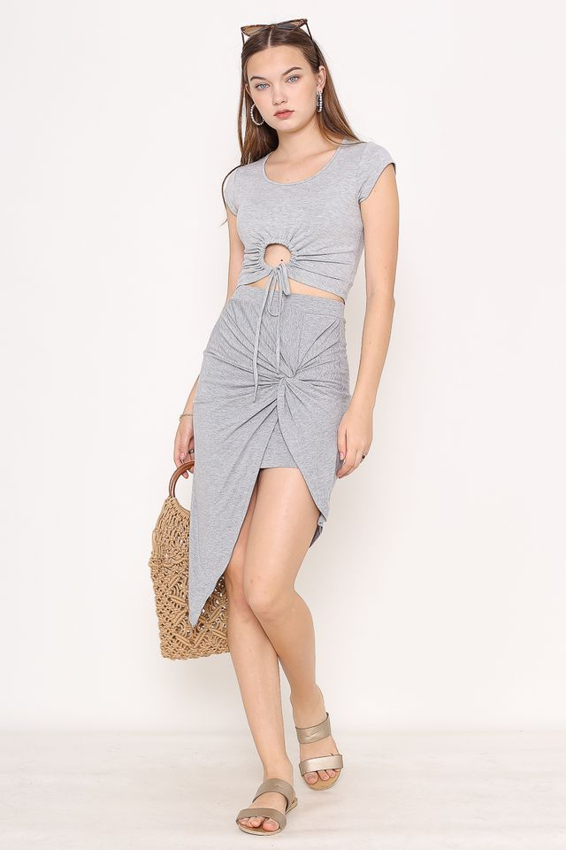 DELCIA SCRUNCH BASIC TOP (GREY)